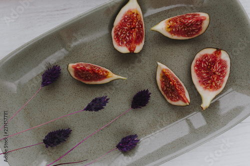 Leinwanddruck Bild Fresh organic fig on a ceramic plate