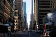 Leinwanddruck Bild - rue de New York et cheminée de fumée