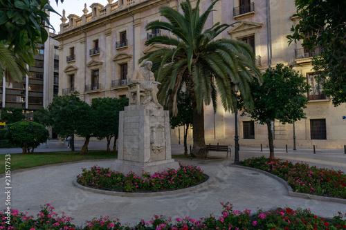Leinwanddruck Bild Statue in Valencia