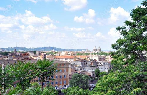 Rzym, Włochy - 11 maja 2018: Piękny widok z góry Park Villa Borghese. Punkt orientacyjny dla turystów w stolicy.