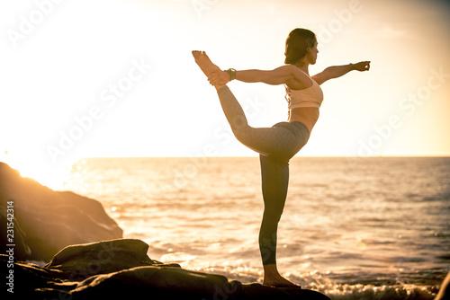 Leinwanddruck Bild Woman making yoga poses in Baker beach, San francisco