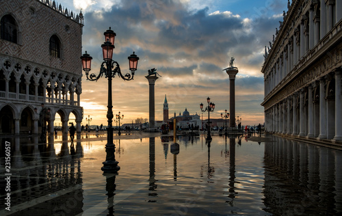 Venezia piazza  San Marco, alta marea - 231560517