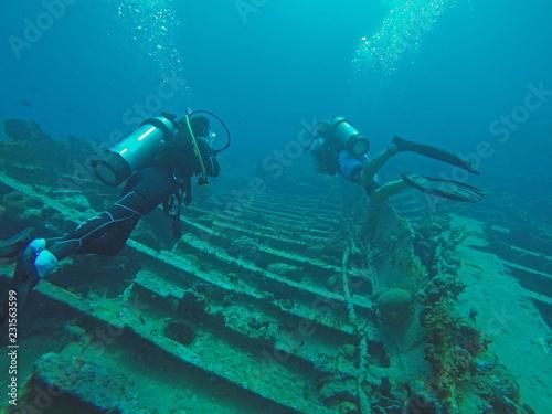 Leinwandbild Motiv Scuba Divers on wreck of RMS Rhone