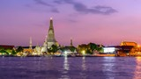 Day to night time lapse Wat Arun Ratchawararam Ratchawaramahawihan with reflections on the river in sunset time - 231651184
