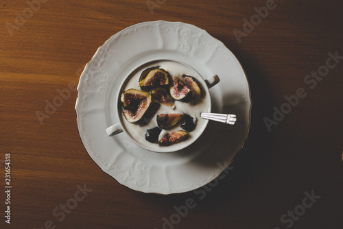 Poster figs in a bowl