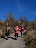 groupe de femmes  randonnneurs en montagne dans les pyrénées