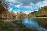 Lac de Bethmale en automne - 231715374