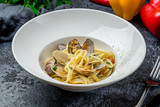 Linguini with vongole in wine sauce