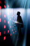 musique électronique électro digital audio casque écouter streaming créateur compositeur auteur artiste avenir consommation data silhouette homme production lumière - 231732950
