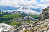 Berg mit Schnee im Gebirge der Alpen