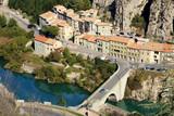 Le pont sur la Durance à Sisteron en Provence.  France - 231853322