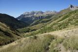 Cumbres en el pirineo - 231880345