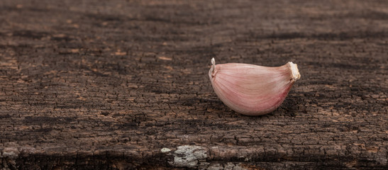 fresh garlic isolated on wood background © cloud7days