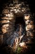 Leinwanddruck Bild - Weinvisionen, alte Mauern begrenzen die Weingärten und geben Halt