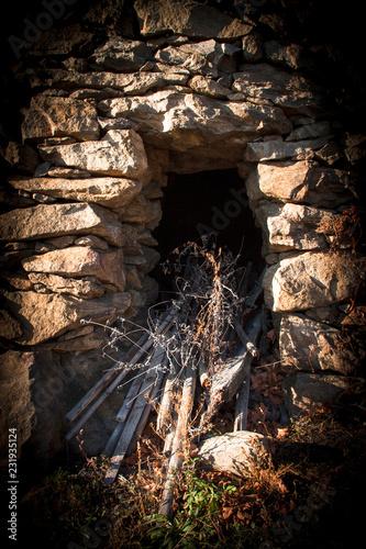 Leinwanddruck Bild Weinvisionen, alte Mauern begrenzen die Weingärten und geben Halt