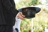 L'homme au chapeau noir - 231965381