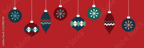 Czerwone i niebieskie ozdoby świąteczne