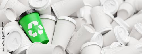 Leinwandbild Motiv Recycling Konzept mit Abfall Kaffeebechern und Logo