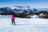 Skifahrerin vor der Abfahrt