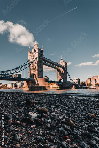 El puente de Tower Bridge, Londres - 232123335