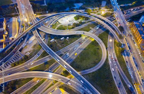 Autostrada droga w nocy