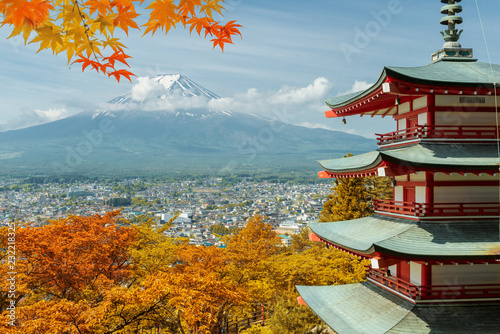 obraz lub plakat Mt. Fuji and red pagoda with autumn colors in Japan, Japan autumn season..