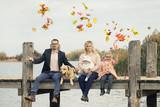 glückliche Familie - gemeinsam Spaß haben - 232245545
