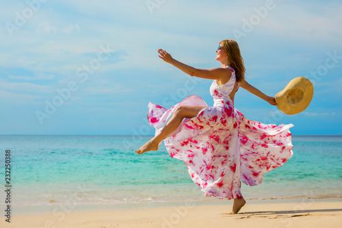 Foto Murales Happy woman making a big step forward on the beach