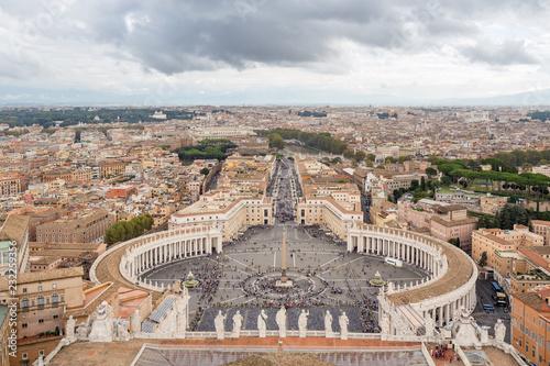 Panorama Rzymu i Placu Świętego Piotra, podjęte z kopuły Bazyliki Świętego Piotra, Włochy