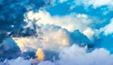 nubes blancas en el cielo azul © kesipun