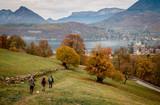 Rive Est du lac d'Annecy et Duingt en automne