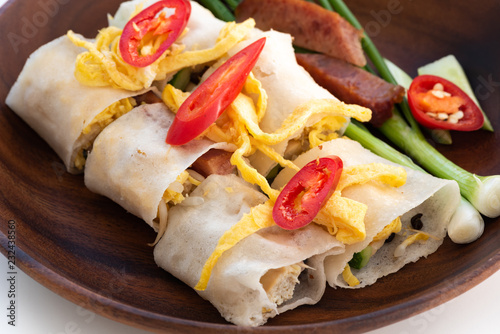 Foto Murales Thai Steamed Rice Noodle Rolls on wood background