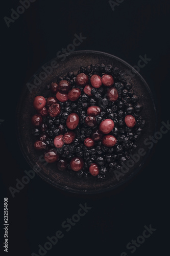 Foto Murales Cranberry and aronia in bowl.
