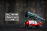 Weihnachtstanne mit dem Flieger holen - 232670568