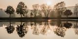 Herbstlandschaft mit Spiegelung im See - 232682594