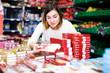 Leinwanddruck Bild - Woman choosing delicious sweets