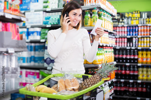 Leinwanddruck Bild Customer telephoning to consult