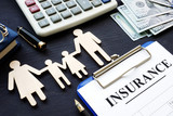 Life insurance. Policy and figures of family. - 232751395