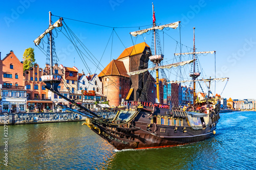 fototapeta na ścianę Historical ship in the Old Town of Gdansk, Poland