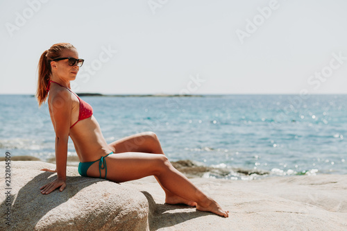 Foto Murales Young woman tanning on the beach
