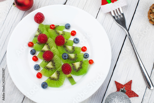 Leinwanddruck Bild Kiwi Christmas tree - fun food idea for kids party or breakfast