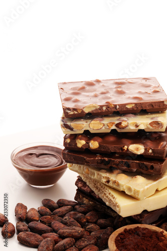 Leinwanddruck Bild Chocolate bars on table with chocolate tower.