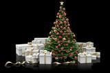 Albero di natale decorato e regali su sfondo nero. - 233144525