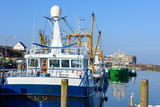 Muschelfischer im Hafen im Winter - 233186749