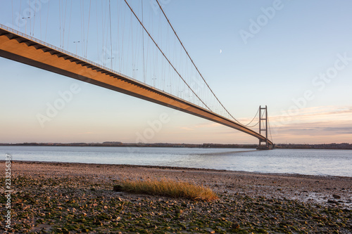 mata magnetyczna humber bridge spanning the humber estuary,lincolnshire