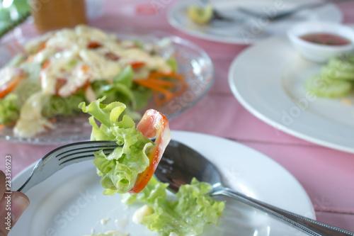 Osoba je sałatki Zdrowego odżywiania karmowa pojęcie
