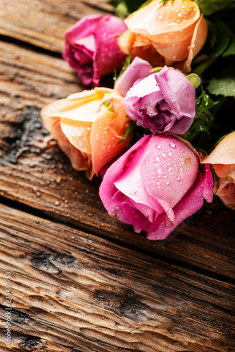 Mix różowych róż