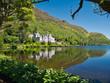Leinwanddruck Bild - Glasklarer See mit Spiegelung vom Kylemore Abbey