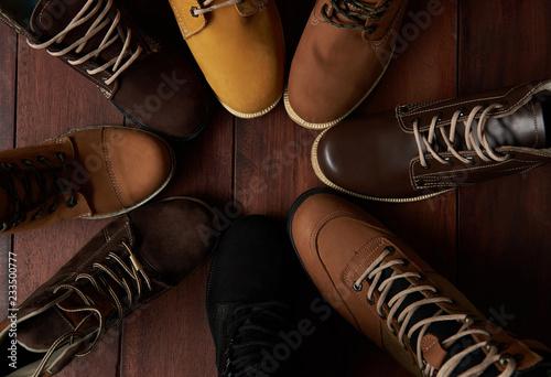 Leinwanddruck Bild 7526756 Circle of group shoes