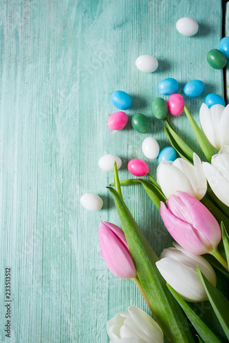 fototapeta na ścianę tulips and easter candies on wooden surface